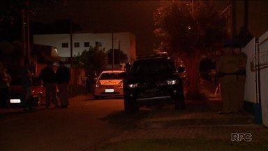 Escrivão aposentado atira contra carro da Polícia Militar - Os policiais foram chamados para atender a uma ocorrência de briga.