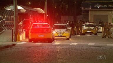 Bombeiro rouba biarticulado em Curitiba - Ele saiu dirigindo o ônibus pelas ruas da cidade por mais de uma hora.
