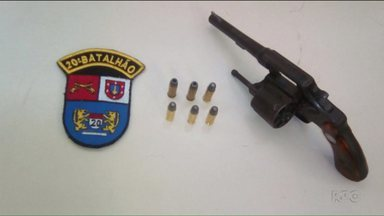 Bandido tenta assaltar ônibus no Capão da Imbuia - Policiais militares acabaram prendendo o assaltante.