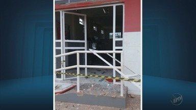 Assaltantes explodem dois caixas eletrônicos em Ilicínea (MG) - Assaltantes explodem dois caixas eletrônicos em Ilicínea (MG)
