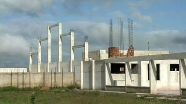 Moradores denunciam pausa na obra de escola, em Aprazível - Saiba mais em g1.com.br/ce