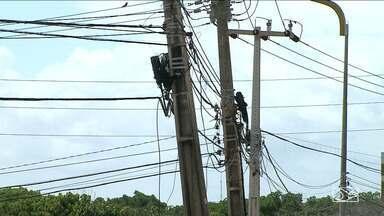 Empresas de telefonia são notificadas para identificar cabeamentos - A vara de interesses difusos determinou a identificação dos cabos de todos os postes usados pelas empresas, sob pena de multa.
