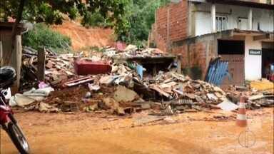 Uma casa desaba em Conceição de Macacu, no RJ - Assista a seguir.