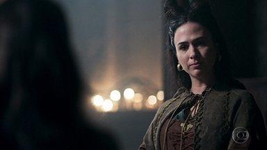 Lucrécia tripudia de Catarina - Sem saber que a princesa é aliada de Rodolfo, Lucrécia provoca Catarina
