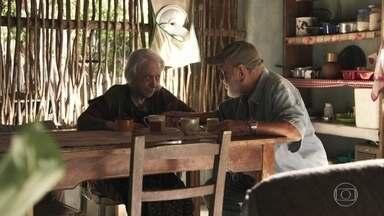 Mercedes afirma a Josafá que Cleo deixará o bordel no seu tempo - Gael aparece na casa de Mercedes. Josafá tenta impedir o filho de Sophia de entrar em casa