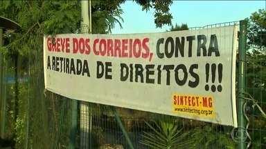 Trabalhadores dos Correios entram em greve - A paralisação ocorre em 21 estados e o Distrito Federal com adesão de 25% da categoria.