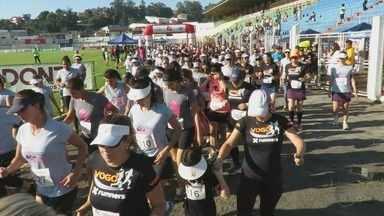 Cerca de 600 mulheres participam da 'Corrida da Mulher', em Poços de Caldas (MG) - Cerca de 600 mulheres participam da 'Corrida da Mulher', em Poços de Caldas (MG)