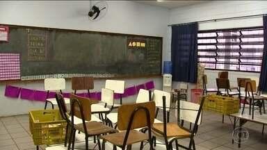 Escolas municipais de São José do Rio Preto viram alvo de ladrões e vândalos - Desde que a prefeitura demitiu os vigias dos colégios, em setembro do ano passado, 40 escolas já foram atacadas.