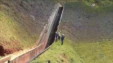 MP avalia danos do vazamento de minério na Zona da Mata mineira - Duto da Anglo American se rompeu e despejou toneladas de polpa de minério no ribeirão Santo Antônio. Moradores estão sem água.
