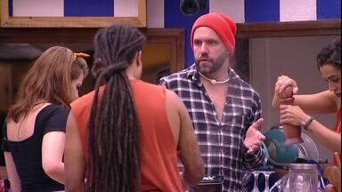 Ana Clara para Caruso: 'A gente não deve falar meias palavras aqui' - Brothers conversam na cozinha