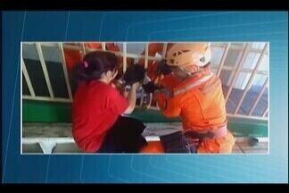 Criança fica com cabeça presa na grade em creche de Uberaba - Ocorrência foi na manhã desta quarta-feira (14). Menina não se feriu.