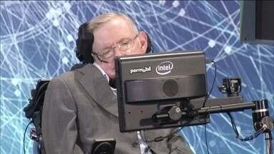 Físicos e astrônomos explicam importância de estudos de Stephen Hawking - Teorias de Stephen Hawking ajudaram a humanidade a entender melhor o Universo. Ele criou várias hipóteses sobre o que já aconteceu e o que pode acontecer com nosso planeta.