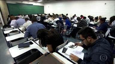 Inscrição do FIES chega ao fim com problemas para estudantes e faculdades - Os estudantes não conseguem fazer a inscrição no site e as faculdades não recebem a ficha dos inscritos.