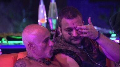 Diego revela: 'Só voto na Gleici, neste domingo, se for votação aberta' - Na Festa Intergaláctica, conversam Ayrton e Diego