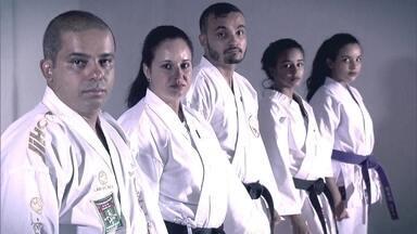 Caratê une família de Brasília em casa, nos treinos e nas competições - A família do mestre Roosevelt está sempre junta, em casa ou nos treinos de caratê. Eles estão unidos pelo quimono.