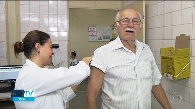 Postos de saúde da capital fazem plantão para a vacinação da Febre Amarela - O Sábado foi de pouco movimento nos postos de saúde que estavam vacinando contra febre amarela. Na Capital teve plantão em 59 unidades em todas as regiões.