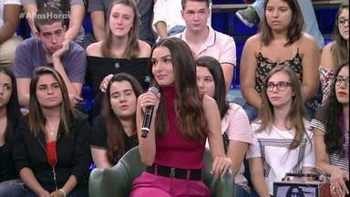 """Marina Moschen fala sobre a caracterização para a novela - Serginho Groisman mostra cenas de Selena na novela """"Deus Salve o Rei"""""""