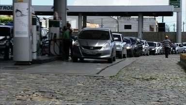 Com fila de motoristas, postos abertos no feriado ficam sem combustível - Outras informações no G1.com.br/ce