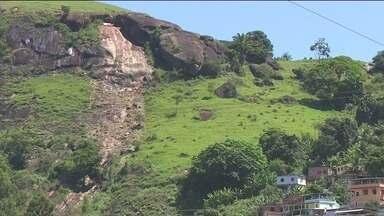 Chuva provoca desmoronamento de pedras em Rio Novo do Sul, ES - Cinco casas estão ameaçadas.