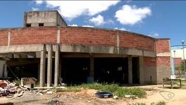 Obra da UPA em Linhares, ES, já deveria estar pronta há seis anos e vira ruína - Obra já custou mais de R$ 3 milhões.