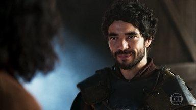 Cássio conta para Afonso que Catarina é uma mulher livre - Ele diz que entre Rodolfo e Catarina existe muito mais que tolerância ou amizade