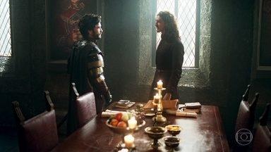 Cássio alerta Rodolfo que ele está cometendo um grande equívoco - Ele avisa que a princesa Catarina é vista como inimiga de Montemor