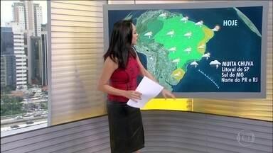 Chove na faixa leste de São Paulo, Rio de Janeiro e sul de Minas Gerais - Os temporais continuam em boa parte do país. Na região Sul as temperaturas máximas não sobem tanto.