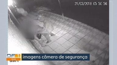 Assalto em Sobradinho - Mulher é esfaqueada no ponto de ônibus. Ela foi atacada às 5:50h da manhã. Ainda estava escuro. As Câmeras de vigilância gravaram tudo.