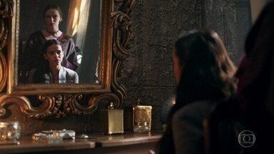 Catarina pensa numa maneira de neutralizar Cássio - Ela teme a fidelidade do oficial a Afonso