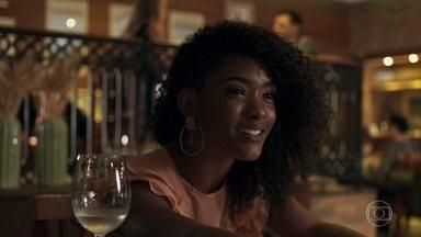 Raquel pede um tempo para pensar na proposta de casamento de Radu - Juíza fica confusa quando o namorado pergunta se ela ainda gosta de Bruno