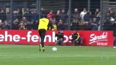 Bolt participa de treino do Borussia e marca gol de pênalti - Bolt participa de treino do Borussia e marca gol de pênalti