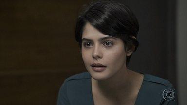 Adriana se desespera com as notícias sobre seu estado de saúde - O médico avisa que a advogada vai precisar de hemodiálise três vezes por semana