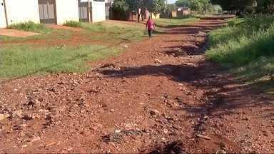 Moradores reclamam da rua Natal em Dourados, MS - Eles enfrentam várias dificuldades no local.