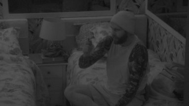 Caruso conta histórias de terror e sisters se assustam com Kaysar - Brothers conversam no quarto