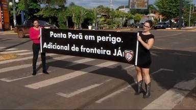 Policiais fazem protesto na região central de Ponta Porã, MS - Eles pediram por mais segurança para os profissionais que atuam na fronteira.