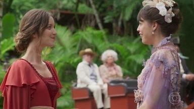 Elisabeta, Ema, Ofélia e Felisberto seguem para o sarau - As moças suspeitam que Darcy pedirá Elisabeta em namoro durante a festa