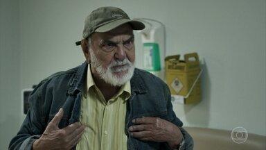 Josafá garante que Aura não é sua neta - Clara convence o avô a fazer um exame de DNA