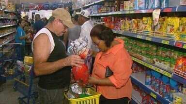 Sábado tem correria e filas nas lojas que vendem ovos de Páscoa em São Carlos - Muita gente deixou para comprar os chocolates na última hora.