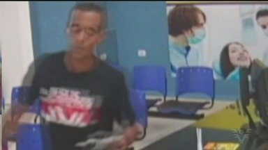 Câmeras de monitoramento flagram ação de criminoso em Praia Grande - Ele se passou por cliente de uma clínica odontológica e furtou um envelope com dinheiro.
