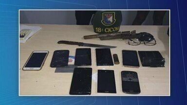 Adolescentes são apreendidos após assalto a coletivo na Zona Norte de Manaus - Arma e pertences de vítimas foram encontrados com casal.