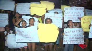 Grupo protesta em bairro de Cariacica após morte de jovem por bala perdida - Karolaine foi atingida durante confronto entre policiais e criminosos.