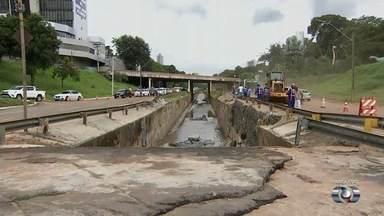 Obras emergenciais da Marginal Botafogo só devem ficar prontas no final do mês - Pista tem várias interdições desde desmoronamento.