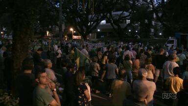 Protesto interrompe trânsito no centro de Maringá - Manifestantes pediam fim da impunidade e manutenção das prisões depois de julgamentos em segunda instância