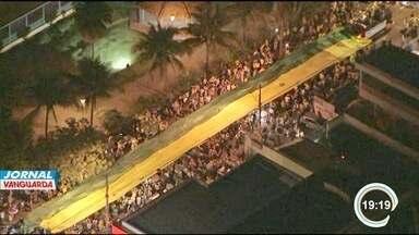 Manifestantes protestam em São José - O movimento foi organizado pelo Movimento Brasil Livre.