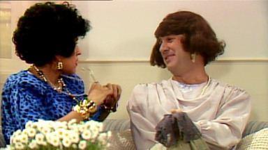 O Segredo de Darcy - Capítulo 04 - Em 'O Pau Comeu na Casa de Noca', Tavinho aparece com olho roxo e Darcy conta o que aconteceu para Dona Celeste.