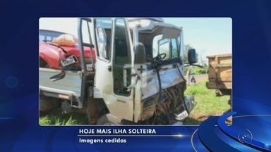 Acidente entre caminhões deixa três feridos em avenida de Ilha Solteira - Três pessoas ficaram feridas em um acidente envolvendo dois caminhões na avenida Adriano Teruhiko, em Ilha Solteira (SP), na manhã desta quarta-feira (4).