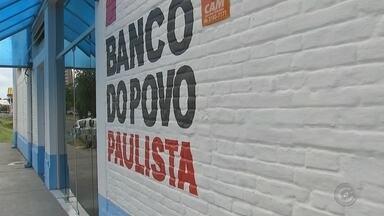 Procura por crédito no 'Banco do Povo' registra aumento em Araçatuba - Empresários e empreendedores de Araçatuba (SP) têm procurando o Banco do Povo Paulista para conseguir créditos e investir nos empreendimentos. A procura pelo serviço registrou aumento de 90%.
