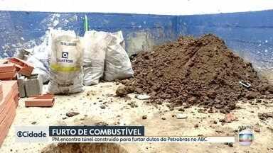 Polícia descobre túnel construído para furtar combustível da Petrobras no ABC - Túnel escavado por bandidos já tinha cinco metros de extensão. Criminosos pretendiam estourar duto na região de São Bernardo do Campo.