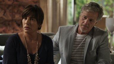 Beth diz para Henrique que não pode doar rim para Adriana - Diplomata oferece ajuda a Clara ao saber que seus bens foram bloqueados e corre contra o tempo para salvar a vida da filha