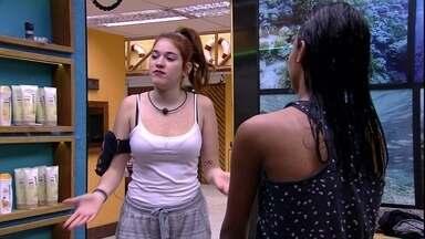 Ana Clara analisa emparedados: 'Sou mais o jogo do Breno do que o do Viegas' - Sisters conversam no banheiro